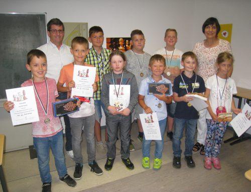 Vlad Teske und Noah Klotzberg sind beste Schachspieler der Schule