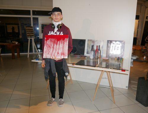 Kunst im Glashaus: Martin-von-Tours-Schüler gestalten Vernissage mit